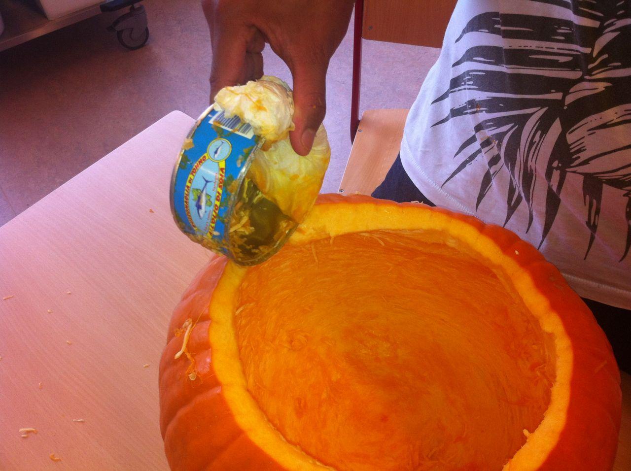 Halloween 2011 classe hubert cp de neuch tel - Comment vider une citrouille ...